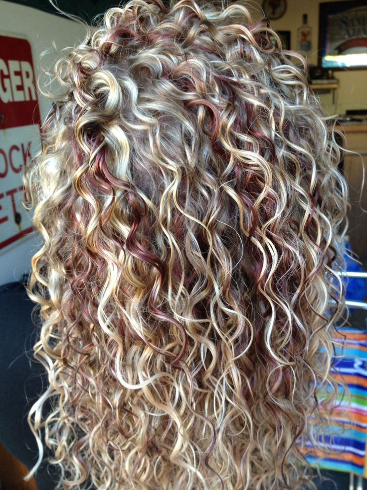 3 hot curly hair with blonde highlights pics that will take your curly hair blonde highlights pmusecretfo Image collections