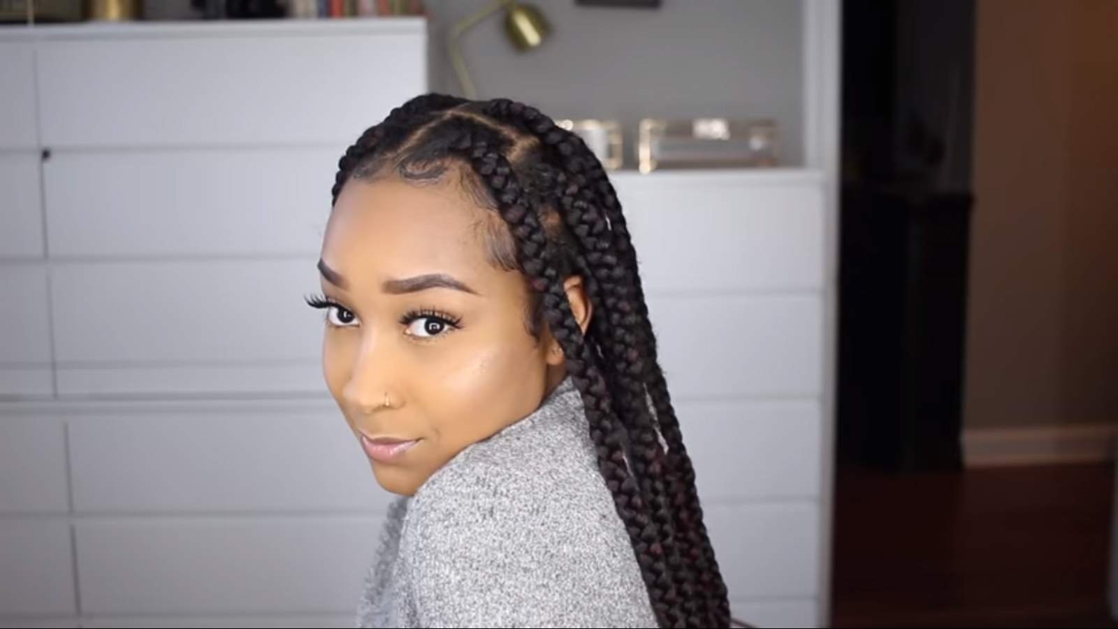 Two Simple Ways To Make Jumbo Knotless Braids For Beginners African American Hairstyle Videos Aahv Knotless braids are single extension braids where the client's hair is braided first and extension hair is added to the braid, says foster. two simple ways to make jumbo knotless